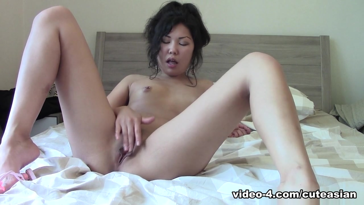 Miranda in Chinese girl pleasing her fans with extreme fingering - MyCuteAsian