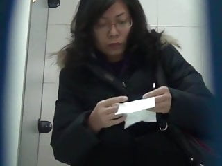 Chinese toilet peeing 10