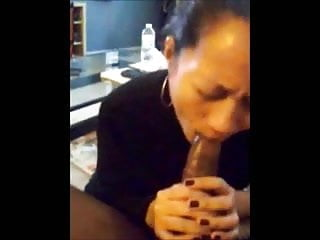Amateur chinese milf quick blowjob & facial before work